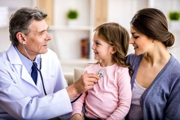 Длительный сухой кашель у ребенка – это явный повод для посещения педиатра