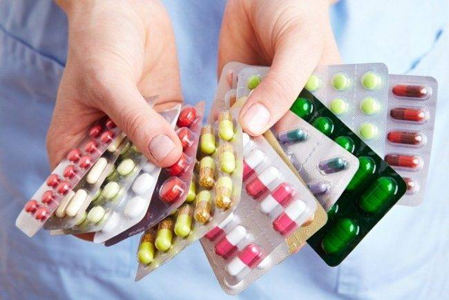 Лечение медикаментозными средствами – это лечение, направленное на то, чтобы снизить риск развития аллергической реакции, а также устранить симптомы, вызванные аллергией