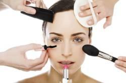 Злоупотребление косметикой - одна из причин аллергической реакции на крем