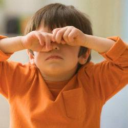 У ребёнка сильно чешутся глаза