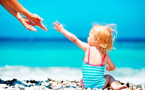Девочка на берегу моря