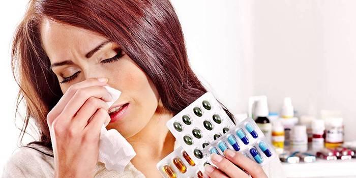 Девушка с аллергией и лекарства