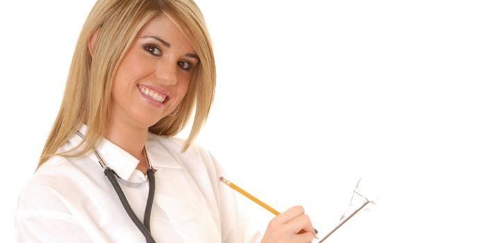 Девушка-медик