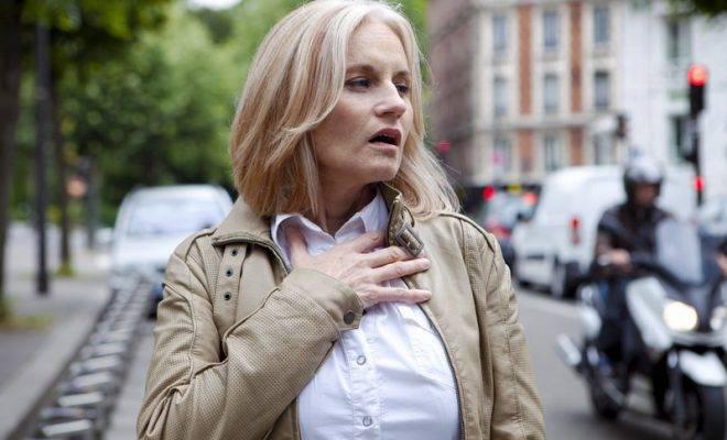 Аллергические реакции в гортани могут проявляться одышкой больного.