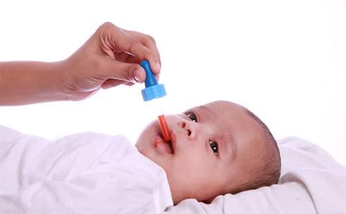 Лекарство для ребенка из пипетки