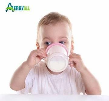 В каком возрасте возникает аллергия на молоко