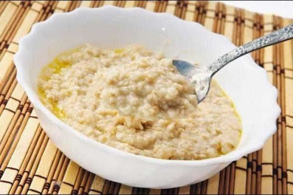 Как и пшеница, овсянка содержит глютен, который ухудшает пищеварение. Кроме того, овес противопоказан при некоторых заболеваниях, таких как сердечная или почечная недостаточность