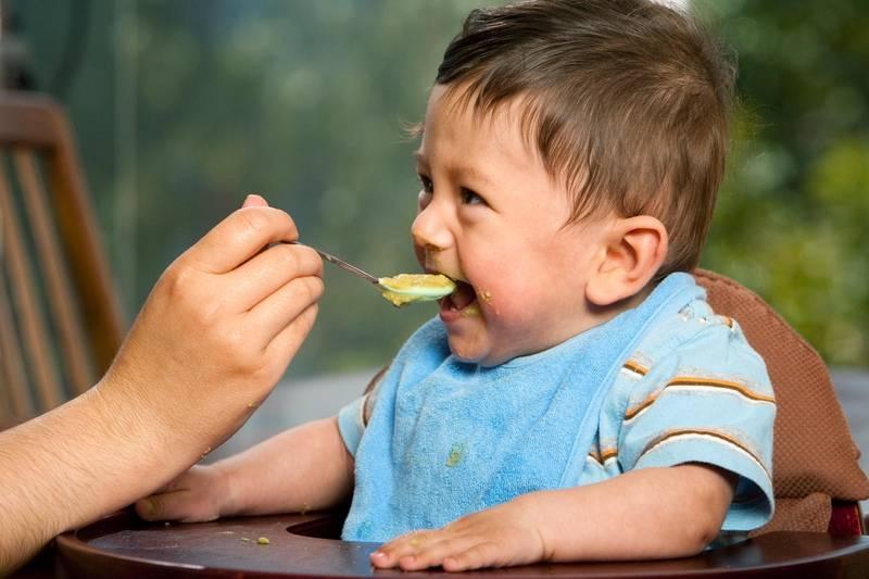 Аллергия на кукурузную кашу развивается крайне редко, поэтому она рекомендована для первого прикорма