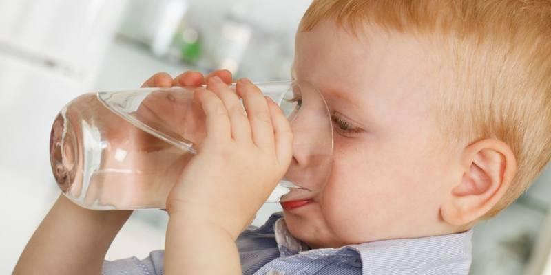 рвота и ребенка питье