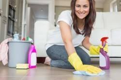 Регулярная уборка для профилактики ринита