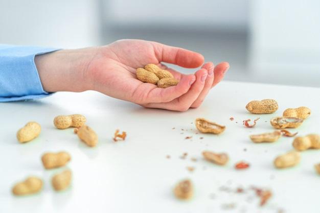Аллергические реакции на арахис: выявление, лечение и диагностика